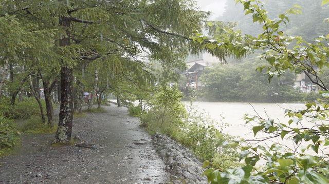 雨の上高地