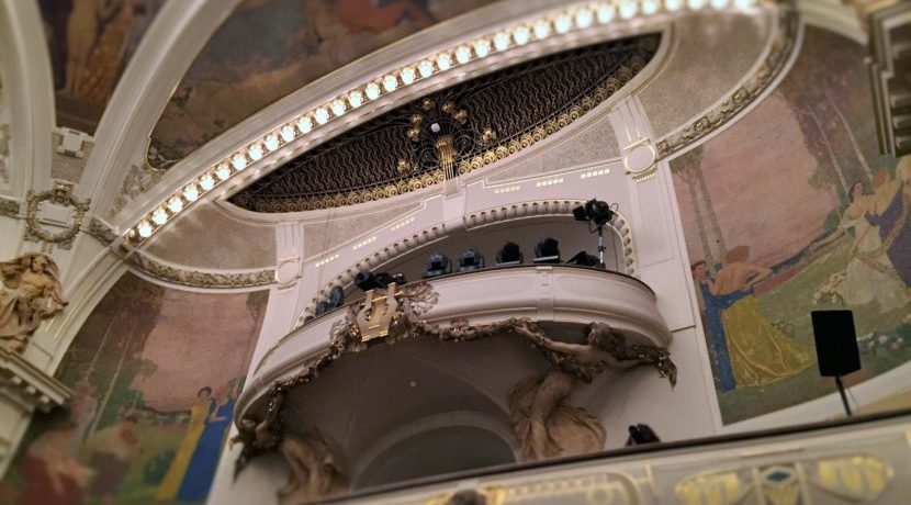 チェコの首都プラハ「市民会館(スメタナホール)」で音楽鑑賞ツアー | トラベルダイアリー
