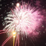 街中が花火の光に包まれる!レイキャビクの年越し花火| トラベルダイアリー