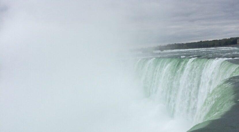 カナダで世界三大瀑布ナイアガラの滝を飽きるまで堪能!| トラベルダイアリー