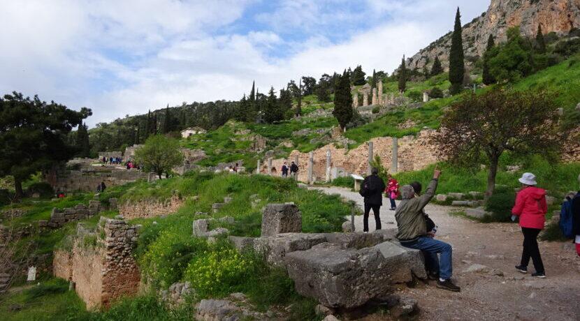 古代ギリシャの聖域デルフィと近郊のアラホヴァ観光| トラベルダイアリー