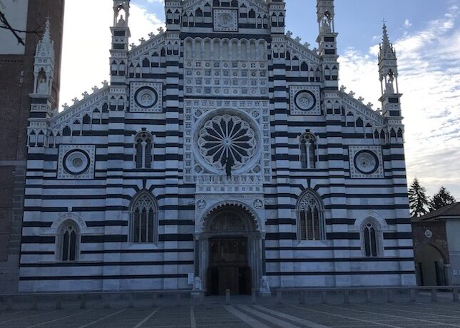 ミラノからの日帰り旅行に 古都モンツァ  トラベルダイアリー