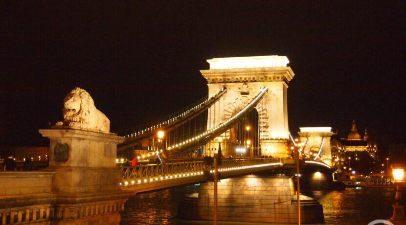夜景と温泉に癒される♪ハンガリーの首都ブダペストを観光  トラベルダイアリー