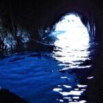 誰もが一度は憧れる!南イタリアのカプリ島「青の洞窟」| トラベルダイアリー
