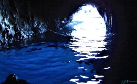 誰もが一度は憧れる!南イタリアのカプリ島「青の洞窟」  トラベルダイアリー